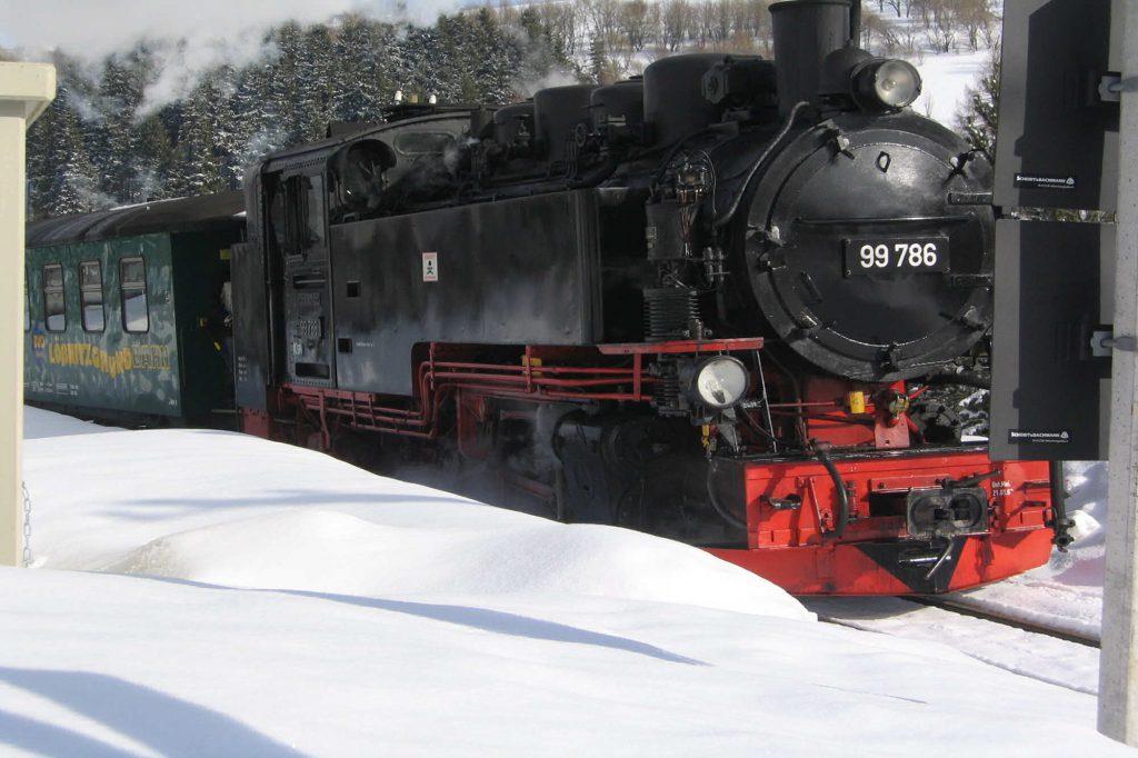 Impressionen Winter Fichtelbergbahn mit Wagen der Lößnitzgrund-Bahn