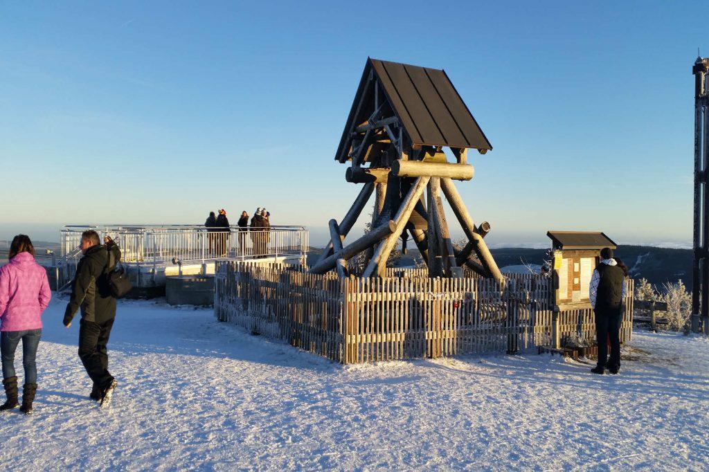 Impressionen Winter Friedensglocke auf de Fichtelberg